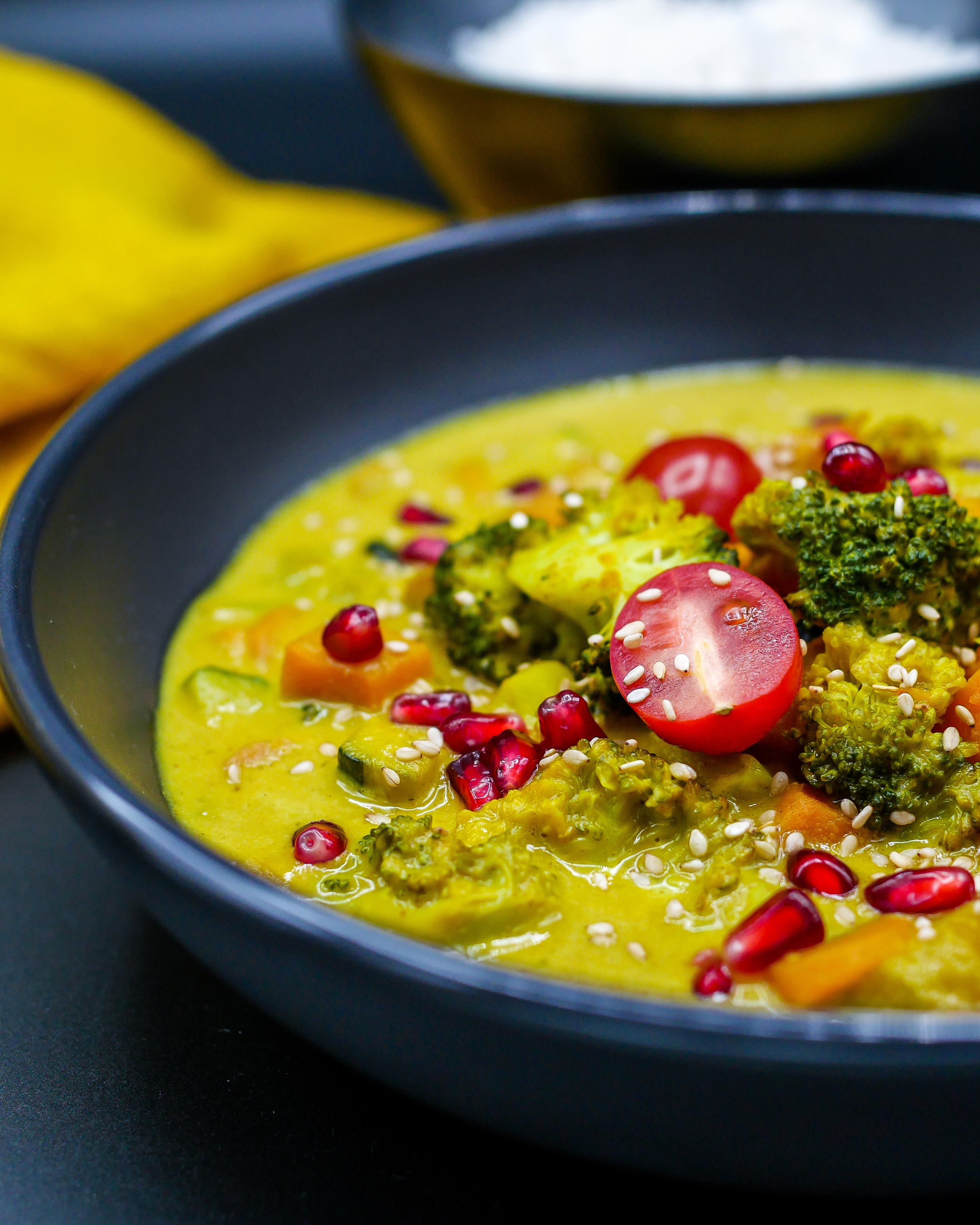 Wegetariańskie curry z batatami i mango