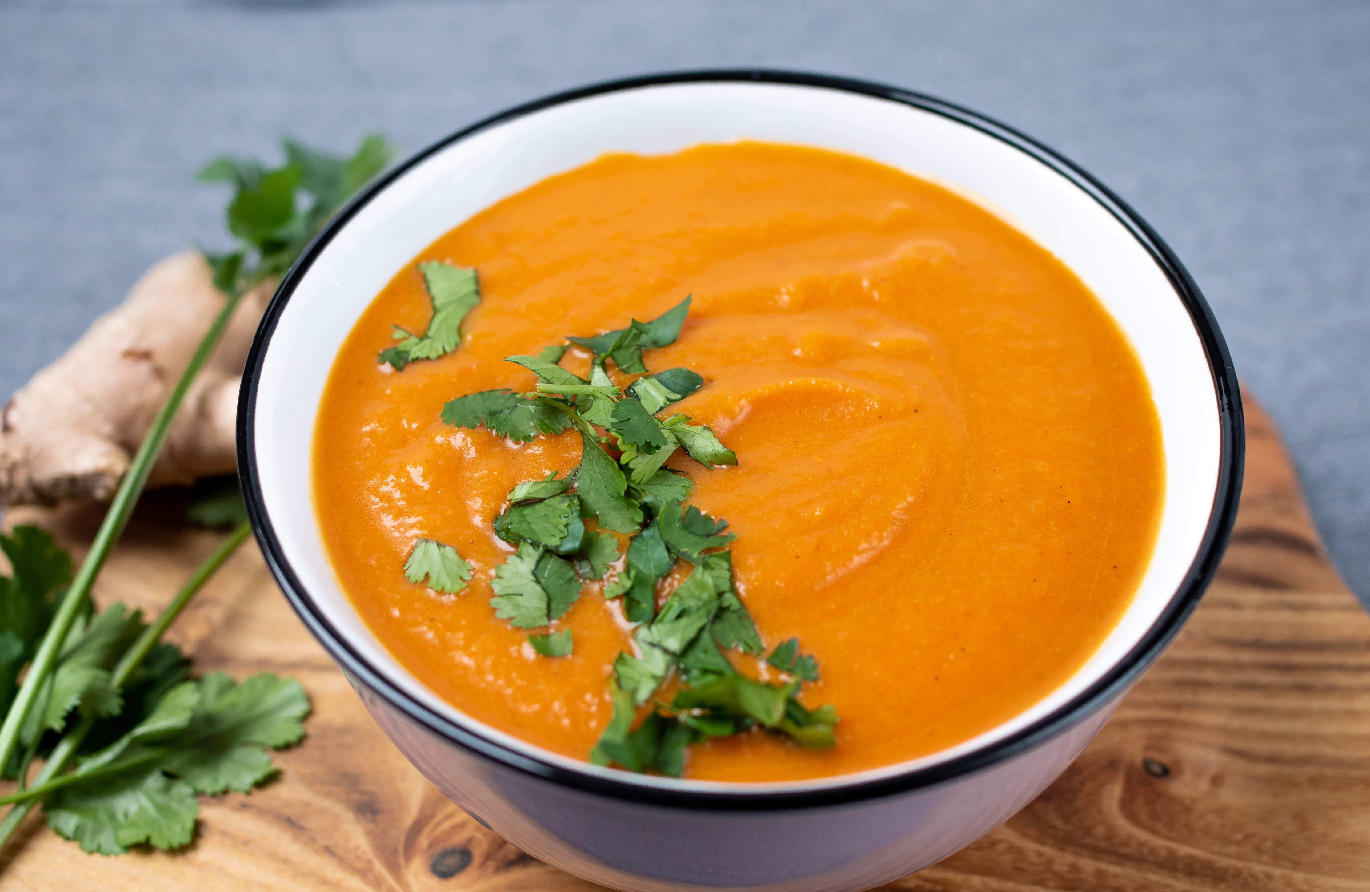 Krem marchewkowy z batatem i pomidorami