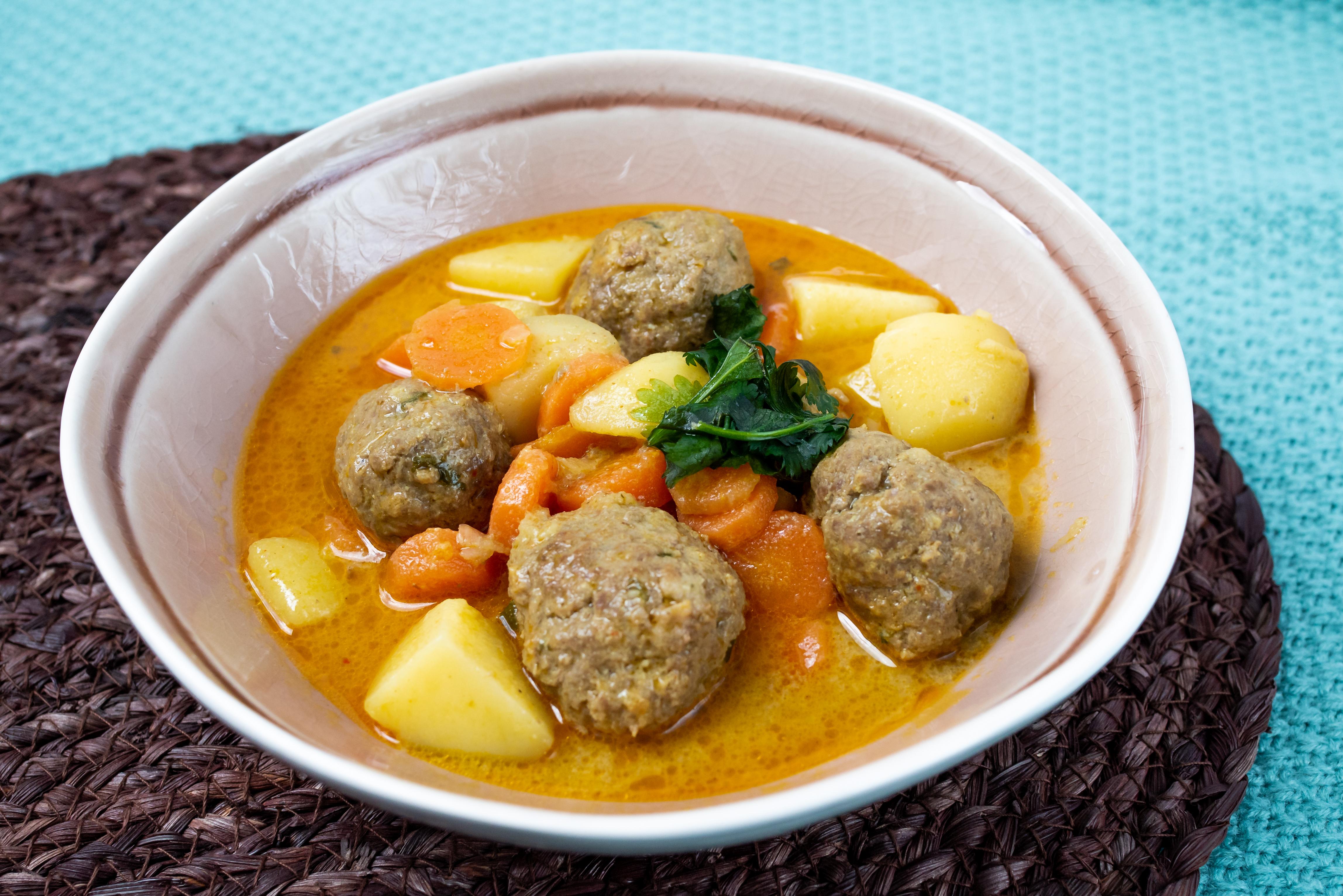 Bezglutenowe curry z pulpetami wołowymi