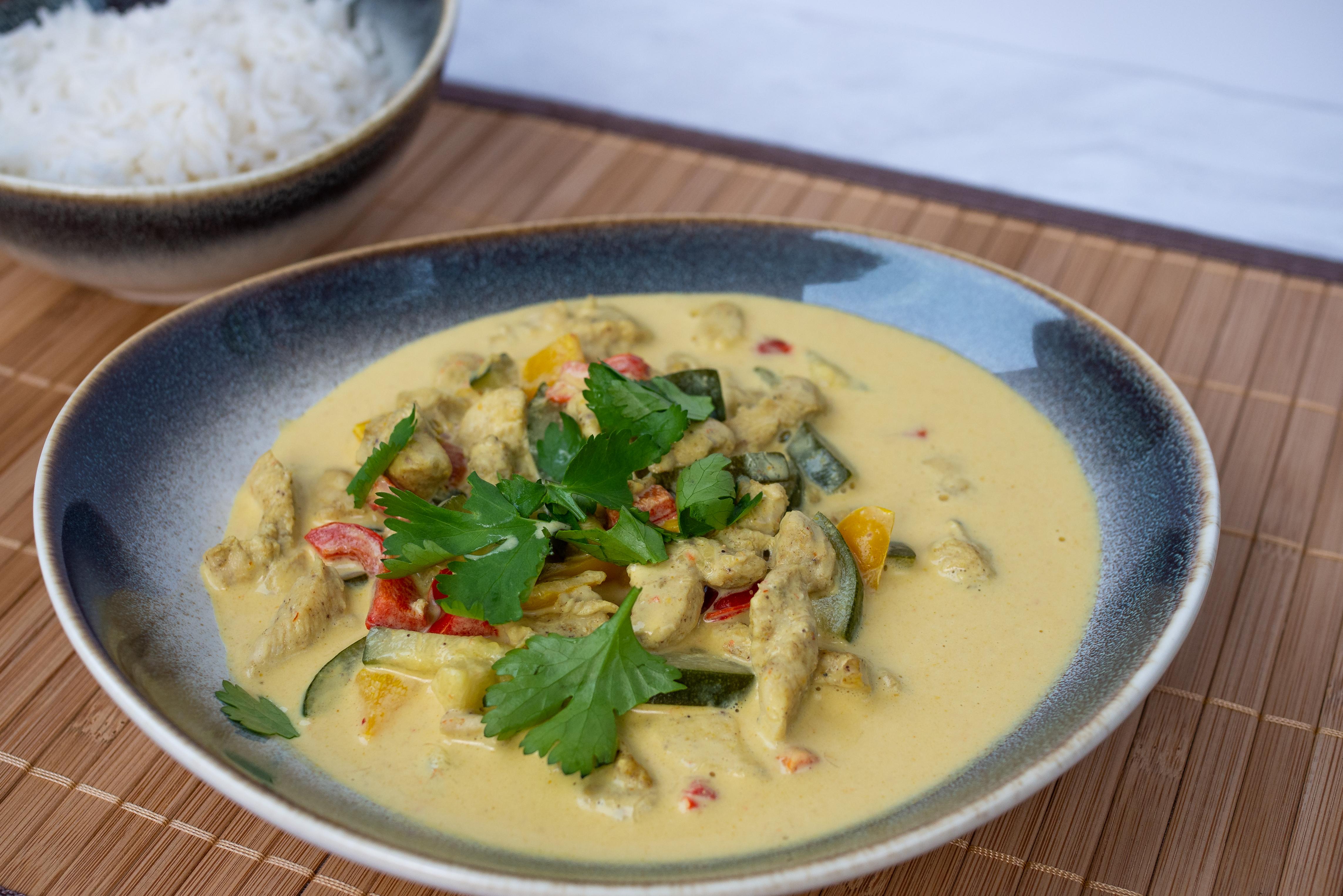 Curry z kurczakiem i mleczkiem kokosowym