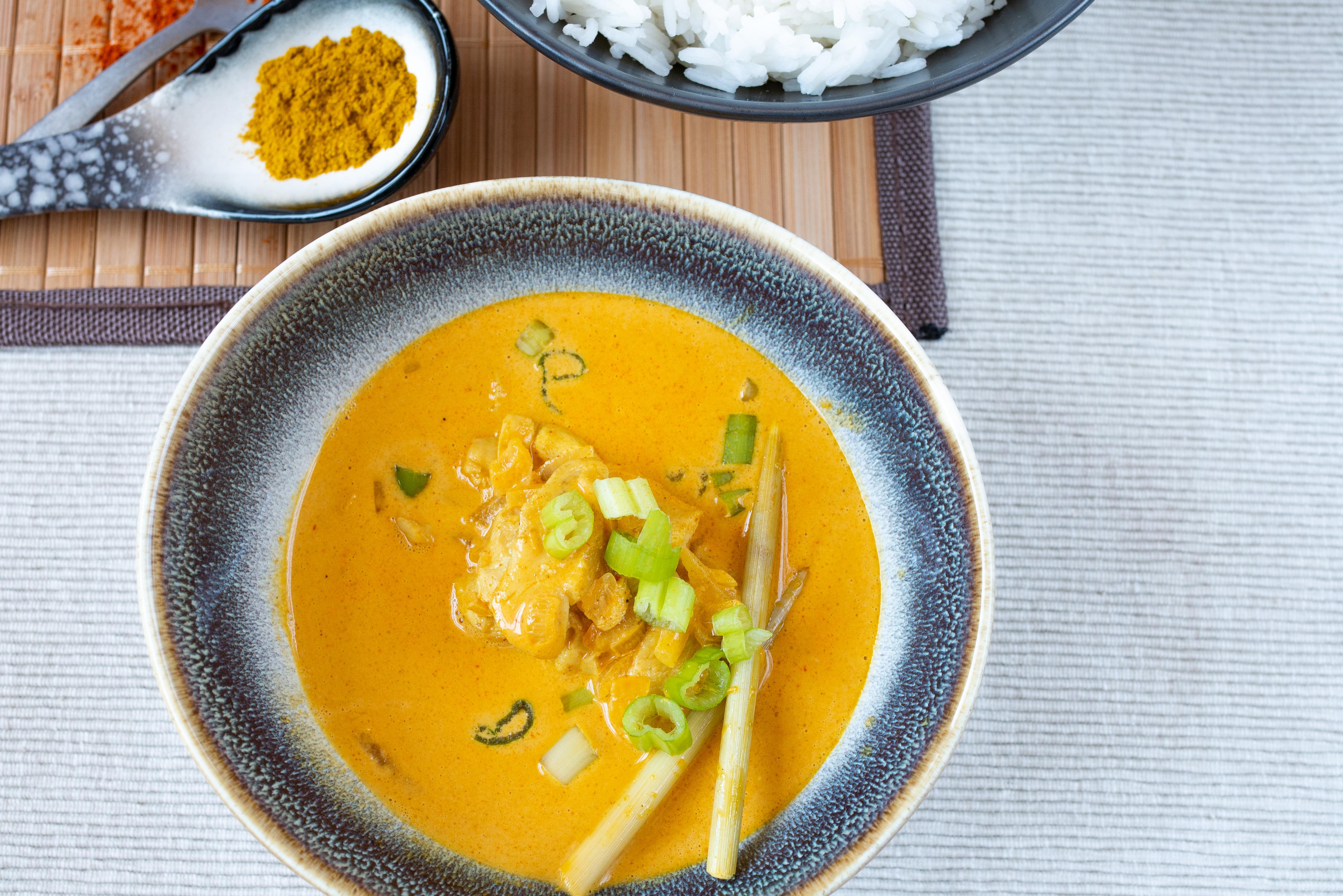 Szybkie curry z kurczakiem i trawą cytrynową