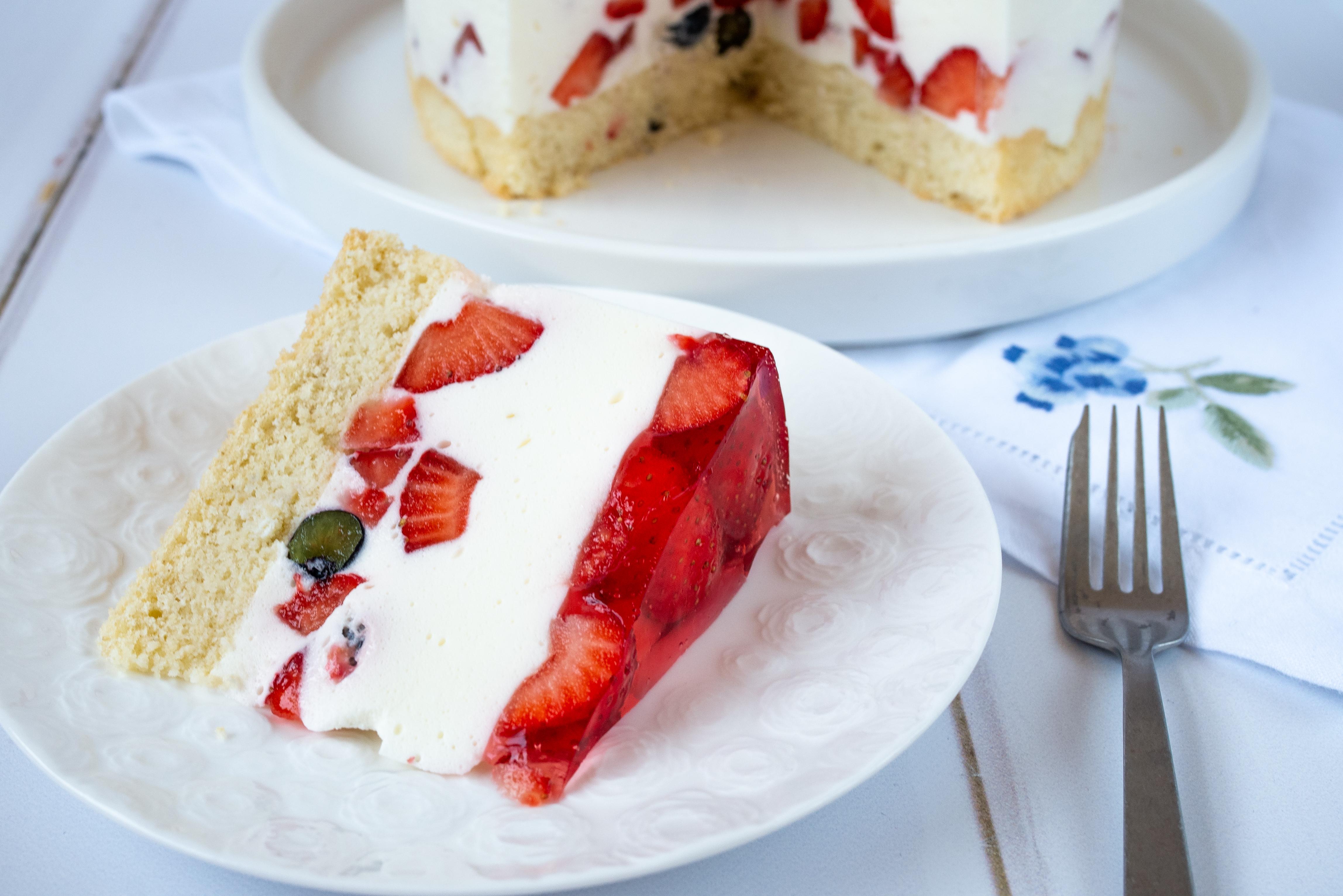 Bezglutenowe ciasto z owocami i galaretką