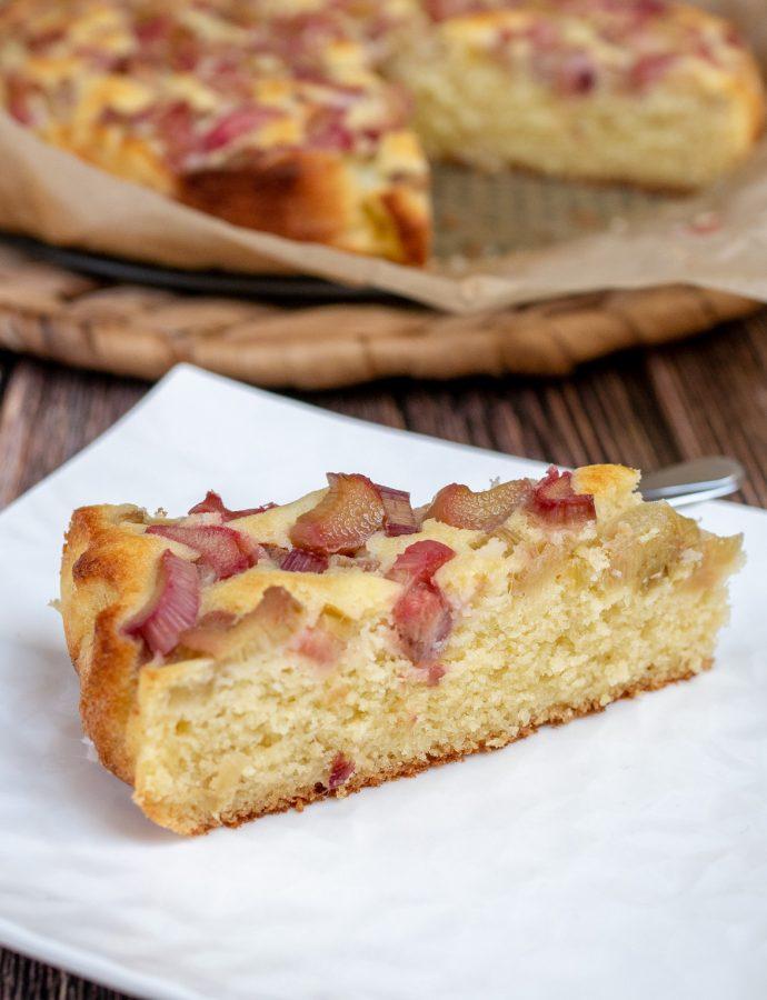 Budyniowe ciasto z rabarbarem bez glutenu
