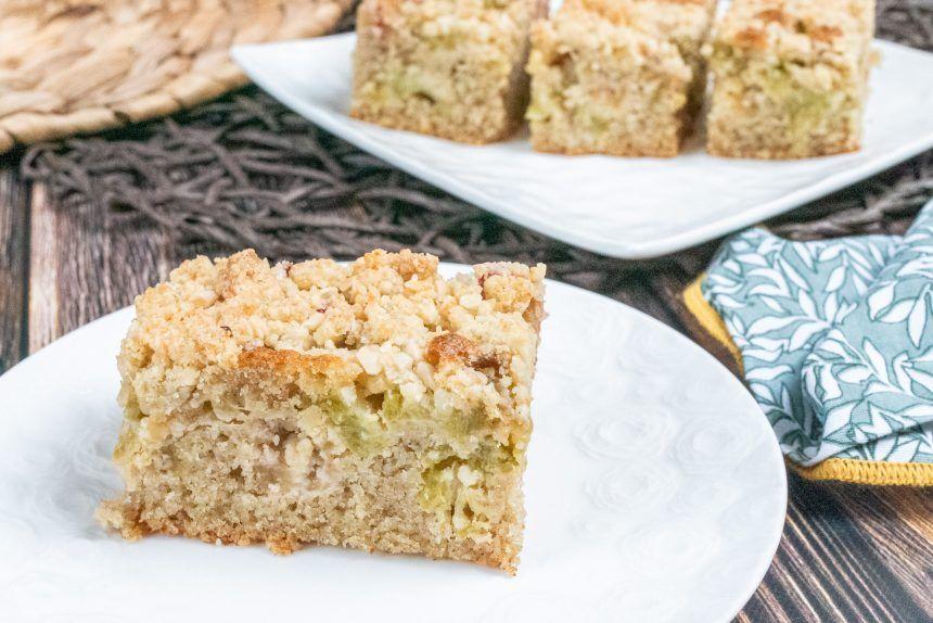 Bezglutenowe ciasto z rabarbarem i kruszonką